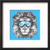 Portrait of Lion with Ski Goggles. Hand Drawn Illustration. Reproduction encadrée par Victoria_novak