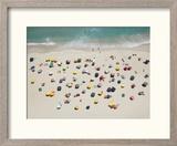 Umbrella Pattern on Beach Reproduction encadrée par Roger Wright