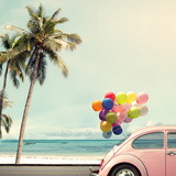 Vintage Card of Car with Colorful Balloon on Beach Blue Sky Concept of Love in Summer and Wedding H Papier Photo par Jakkapan