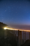 Stars over Big Sur's Bixby Creek Bridge near Monterey, California at night along the coast Aluminium par David Chang