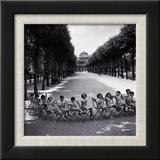 Les enfants dans les jardins du Palais-Royal, 1950 Reproduction encadrée par Robert Doisneau