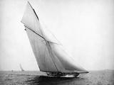 Yacht Columbia Sailing Papier Photo par Bettmann