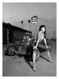 Affiche rétro style années50 d'Amanda devant Doll Hut Giclée par David Perry