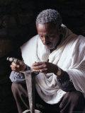 Portrait of a Blacksmith at Work, Town of Axoum (Axum) (Aksum), Tigre Region, Ethiopia, Africa Papier Photo par Bruno Barbier