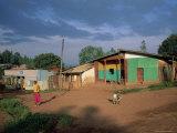 Village Scene, Goulisoo, Oromo Country, Welega State, Ethiopia, Africa Papier Photo par Bruno Barbier