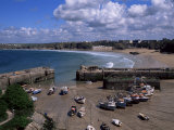 Harbour at Low Tide with Town Beach Beyond  Newquay  Cornwall  England  United Kingdom