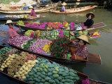 Market Traders in Boats Selling Fruit  Damnoen Saduak Floating Market  Bangkok  Thailand