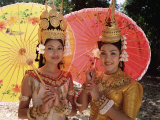 Two Traditional Cambodian Apsara Dancers, Siem Reap Province, Cambodia Papier Photo par Gavin Hellier