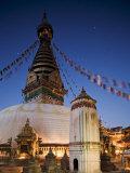Swayambhunath Buddhist Stupa on a Hill Overlooking Kathmandu, Unesco World Heritage Site, Nepal Papier Photo par Don Smith