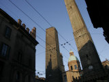 Le du Torri Towers at the Piazza di Porta Ravegnana  Bologna  Italy