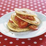 A Pile of Pancakes with Strawberries Papier Photo par Alena Hrbkova