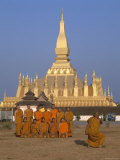 Great Stupa  Monks  Vientiane  Laos