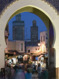 Bab Bou Jeloud Gate, Fes El-Bali, Fes, Morocco Papier Photo par Walter Bibikow