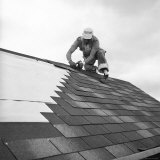 Roofer Working in Levittown Papier Photo par Tony Linck