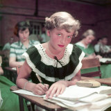 15 Year Old High School Student Rue Lawrence in Class at New Trier High School Outside Chicago Papier Photo par Alfred Eisenstaedt