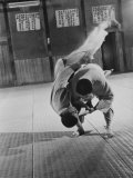 Judo Practice in Japan Papier Photo par Larry Burrows