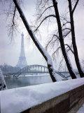 Snowfall in Paris: Passerelle Debilly and Eiffel Tower Papier Photo par Dmitri Kessel