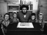 Rabbi Posing with His Young Students Who Are Learning to Read Hebrew at This Orthodox School Aluminium par Paul Schutzer