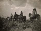 Avant la tempête, indiens apaches Reproduction photo par Edward S. Curtis