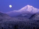 Moon Rises Over Mt. Hood, Oregon Cascades, USA Papier Photo par Janis Miglavs