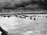 U.S. Reinforcements Wade Through the Surf as They Land at Normandy Papier Photo