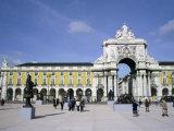 Triumphal Arch and Praca do Comercio  Baixa  Lisbon  Portugal