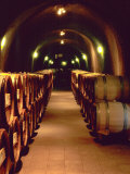 Wine Cave at the Pine Ridge Winery on the Silverado Trail, Napa Valley, California, USA Papier Photo par John Alves