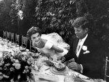 Sen. John Kennedy and His Bride Jacqueline in Their Wedding Attire Reproduction d'art par Lisa Larsen