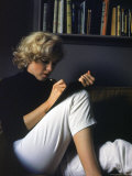 Marilyn Monroe Writing at Home Aluminium par Alfred Eisenstaedt