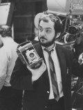 "Film Director Stanley Kubrick Holding Polaroid Camera During Filming of ""2001: A Space Odyssey"" Photo premium par Dmitri Kessel"