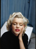 Portrait of Marilyn Monroe on Patio Outside of Her Home Aluminium par Alfred Eisenstaedt