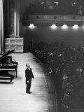 Pianist Vladimir Horowitz Receives Standing Ovation Upon Return to Concert Stage at Carnegie Hall