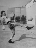 Boxer Marcel Cerdan, Trying to Achieve Hairline Balance by Bouncing a Soccer Ball Photo premium par Tony Linck