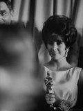 Elizabeth Taylor Winning an Oscar