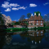 Oast Houses on the River Medway  Yalding Near Maidstone  Kent  England