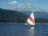 Sailing on Lake Siskiyou  Mt Shasta  CA