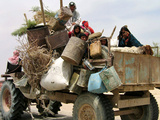 An Iraqi Family and Their Sheep Ride on Their Tractor to Fetch Water Outside the Town of Najaf Papier Photo