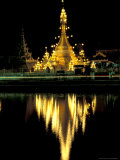 Wat Chong Klang and Reflection in Chong Kham Lake, Thailand Papier Photo par John & Lisa Merrill