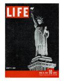 Liberty's Light, June 26, 1944 Papier Photo par Dmitri Kessel