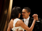 President Obama and First Lady Michelle Obama Dance at the Midwest Inaugural Ball  January 20  2009