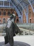 John Betjeman Statue  St Pancras International Train Station  London  England  United Kingdom
