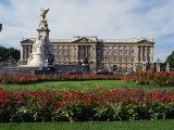 Victoria Monument and Buckingham Palace  London  England  United Kingdom  Europe