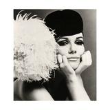 Nicole de la Marge portant un chapeau velour Peter Shepherd, 1965 Reproduction d'art par John French