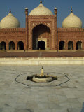 Completed by Mughal Emperor Aurangzeb  Badshahi Mosque Can Accommodate 60  000 Worshippers