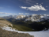 Snow-Covered Mountains in the Spring from Trail Ridge Road, Rocky Mountain National Park, Colorado Papier Photo par James Hager