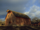 Rustic Barn Stands under a Cloud-Blanketed Sky