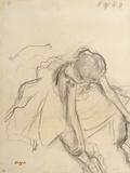 Danseuse assise  essayant ses pointes