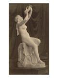 Sculpture : femme nue assise tenant une corne  par Louis-Edmond Cougny