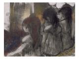 Trois filles assises de dos
