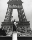 La Tour Eiffel En Liberté, 1969 Reproduction d'art par Robert Doisneau